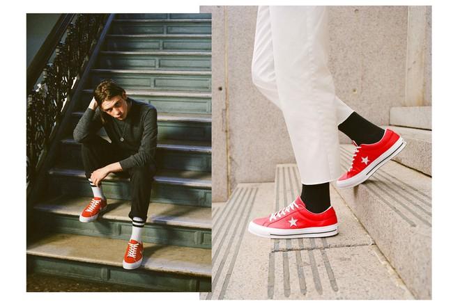 Trong khi giới trẻ phát cuồng với Balenciaga hay Vans thì stylist danh tiếng này lại đánh giá cao 3 đôi sneakers ít hot hơn hẳn - Ảnh 7.