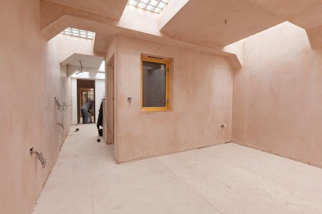 Dù tiến độ không nhanh chóng nhưng từng phần của ngôi nhà đã dần dần thay đổi rất tích cực