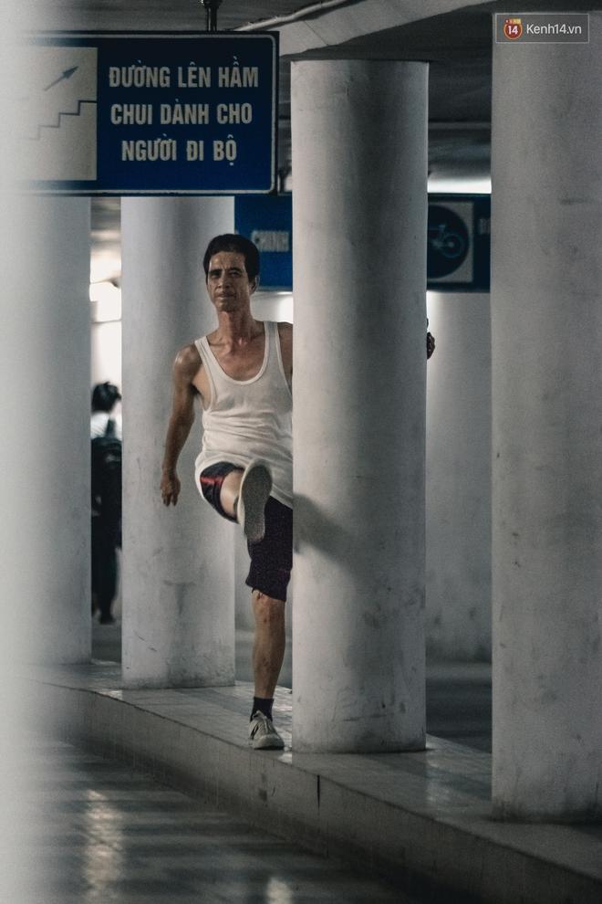 Chùm ảnh: Một nhịp sống Hà Nội thật khác ở phố đi bộ 12 cửa dưới lòng đất trong 10 năm qua - Ảnh 9.