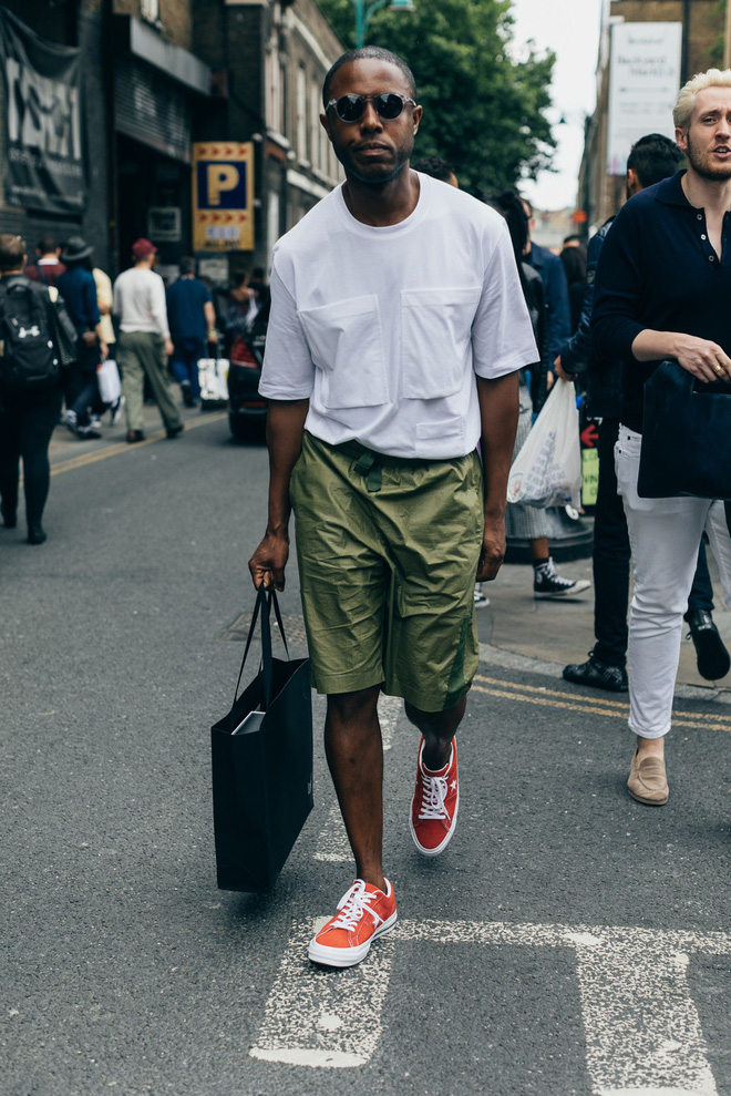 Trong khi giới trẻ phát cuồng với Balenciaga hay Vans thì stylist danh tiếng này lại đánh giá cao 3 đôi sneakers ít hot hơn hẳn - Ảnh 9.