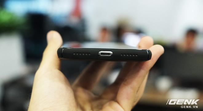 Phần đáy của iPhone X…