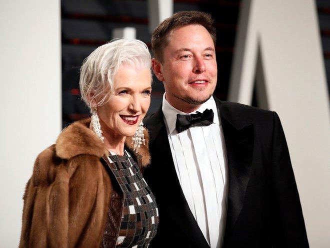 Bà Maye Musk, 69 tuổi, người mẫu mới của CoverGirl và là mẹ của Elon Musk.