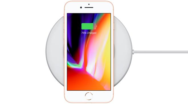 iPhone 8 và 8 Plus hỗ trợ sạc không dây, nhưng do tôi không có cơ hội (và hứng thú) trải nghiệm thực tế nên tôi buộc phải lấy ảnh trên mạng