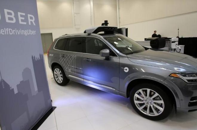 Xe tự lái Volvo XC90 của Uber được trưng bày trong một cuộc triển lãm công nghệ ô tô tự lái ở Pittsburgh, Pennsylvania, Hoa Kỳ ngày 13 tháng 9 năm 2016.