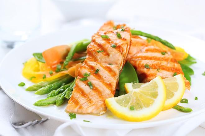 Nghiên cứu cho thấy ăn cá giúp ngủ ngon và tăng cường trí não - Ảnh 1.