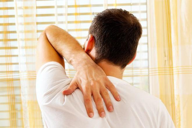 Nếu những tiếng động đi kèm với cảm giác đau, bạn nên đi khám