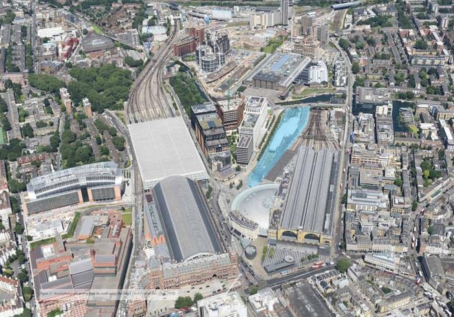 Tòa nhà có diện tích khoảng 330 mét chạy song song với các tuyến đường sắt nối thẳng ra nhà ga Kings Cross.