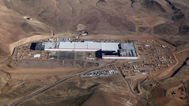 Nhà máy khổng lồ Gigafactory.