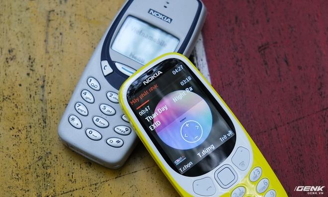 Giao diện của 3310 (2017) dù mang hơi hướng hoài cổ nhưng vẫn khá hiện đại, đáp ứng đủ những yêu cầu phần cứng cần thiết cho một chiếc feature phone ở thời điểm này.