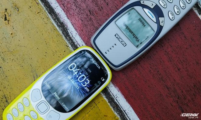 Màn hình của Nokia 3310 2017 vượt trội về mọi mặt so với đàn anh. Nó có khả năng thể hiện rất tốt dưới ánh sáng mạnh nhờ lớp phủ đặc biệt, dù mặt kính cong 2.5D thì có lại độ phản chiếu cao.