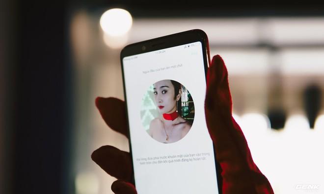 Tính năng nhận diện khuôn mặt cho phéo người dùng mở khóa máy nhanh hơn. Nhờ chất lượng ảnh cao và góc chụp rộng rãi nên độ chính xác của hệ thống này cũng được cải thiện.