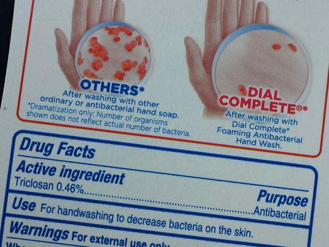 Một sản phẩm rửa tay có chứa triclosan, bị cấm tại Mỹ từ năm 2016