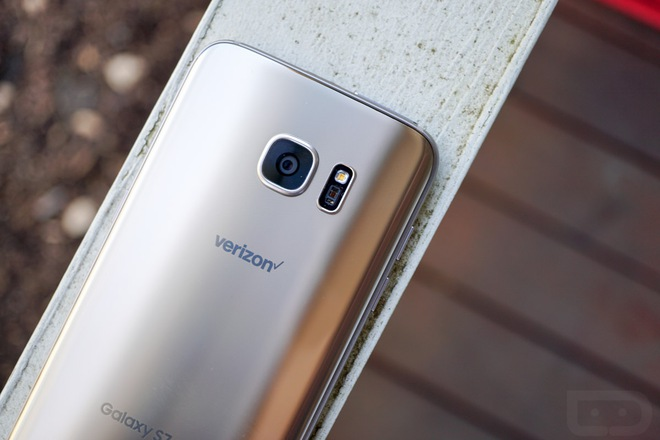 Không ai muốn bỏ 600-700 USD ra để mua một chiếc điện thoại cả