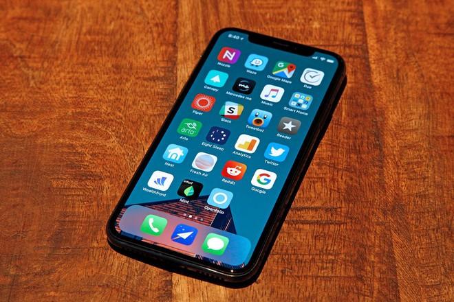 iPhone X có thiết kế khác biệt hoàn toàn so với những smartphone tiền nhiệm.