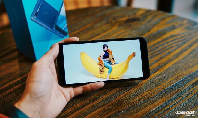 M1 là một trong những smartphone tầm trung đầu tiên của Asus đi theo xu hướng viền màn hình siêu mỏng.