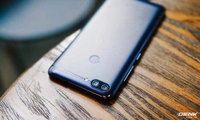 Camera kép là một điểm nhấn đáng chú ý trên Zenfone Max Plus.