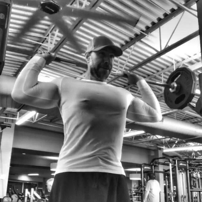 Dẫn con đi chơi nhưng thở không ra hơi, ông bố béo quyết tập gym 6 tháng, nhận được kết quả xứng đáng - Ảnh 5.