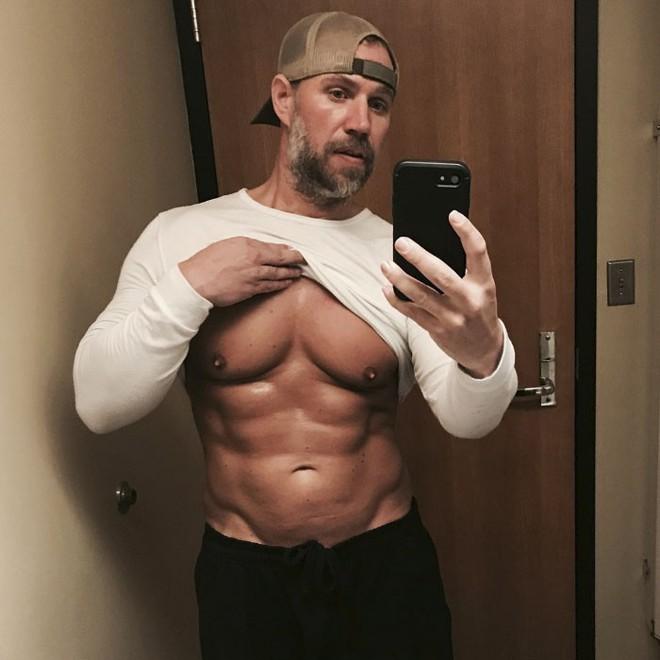 Dẫn con đi chơi nhưng thở không ra hơi, ông bố béo quyết tập gym 6 tháng, nhận được kết quả xứng đáng - Ảnh 8.
