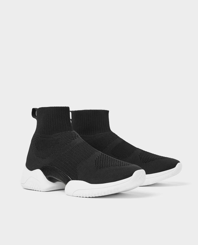 Mẫu sneakers mới nhất của Zara lại vướng nghi án đạo nhái Balenciaga và Rick Owens - Ảnh 1.