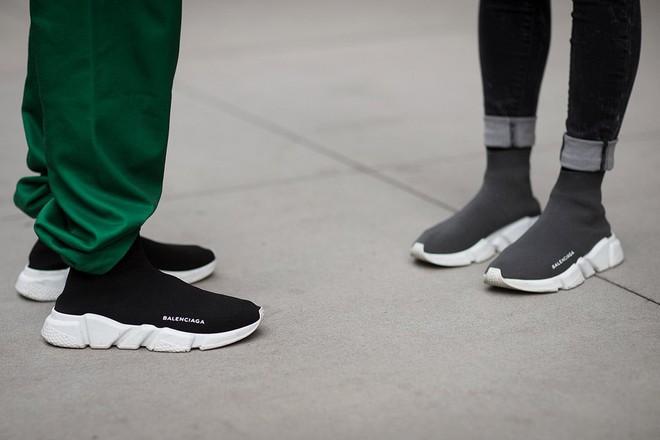 Mẫu sneakers mới nhất của Zara lại vướng nghi án đạo nhái Balenciaga và Rick Owens - Ảnh 4.