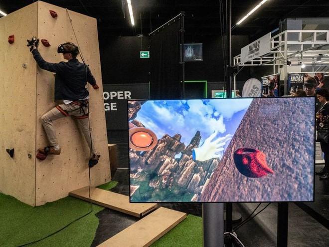 Leo núi mạo hiểm xưa rồi, giờ bạn có thể leo núi bằng công nghệ thực tế ảo mà chẳng lo độ cao hay tai nạn nữa - Ảnh 5.