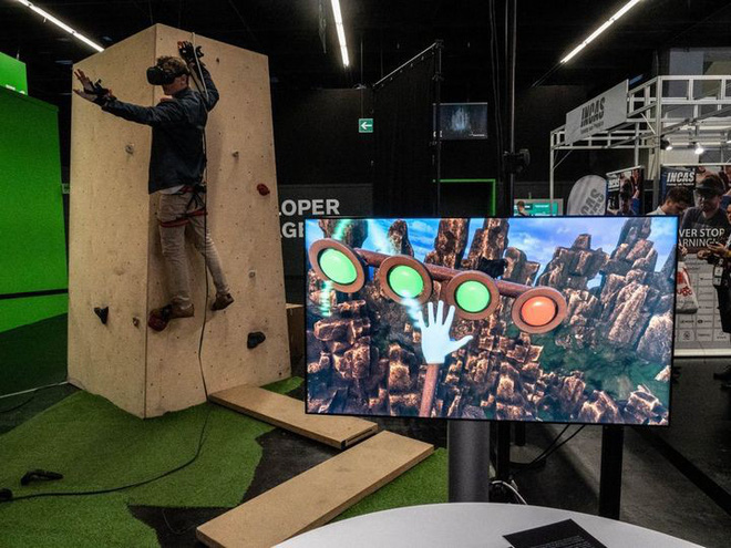 Leo núi mạo hiểm xưa rồi, giờ bạn có thể leo núi bằng công nghệ thực tế ảo mà chẳng lo độ cao hay tai nạn nữa - Ảnh 4.