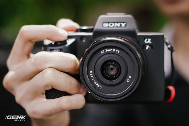 Trải nghiệm Samyang 24mm f/2.8 FE: Ống kính góc rộng giá rẻ, dùng có vui vẻ? - Ảnh 1.
