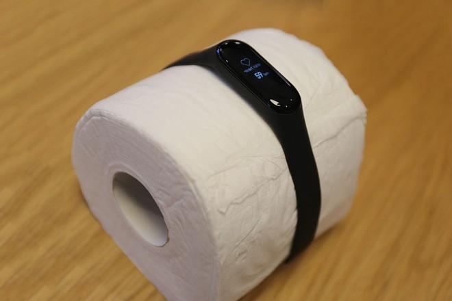 Thanh niên Trung Quốc đang thi nhau đo nhịp tim cho cuộn giấy vệ sinh và nhiều thứ khác nữa - Ảnh 2.