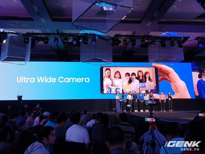 Samsung Galaxy A9 (2018) ra mắt: smartphone đầu tiên trên thế giới có 4 camera sau - Ảnh 2.