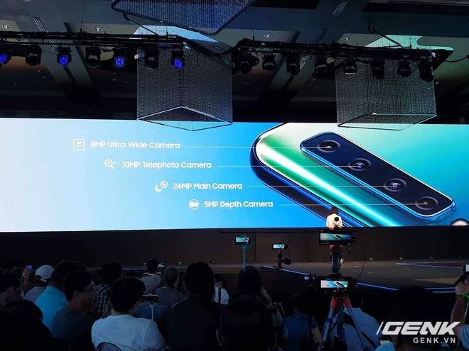Samsung Galaxy A9 (2018) ra mắt: smartphone đầu tiên trên thế giới có 4 camera sau - Ảnh 1.