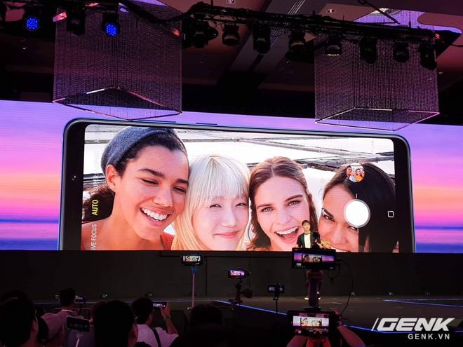 Samsung Galaxy A9 (2018) ra mắt: smartphone đầu tiên trên thế giới có 4 camera sau - Ảnh 3.
