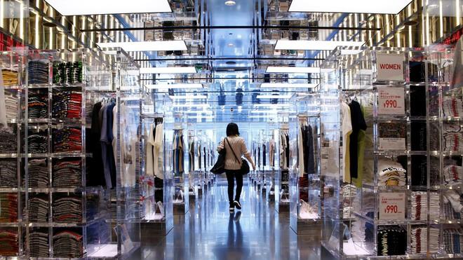 Uniqlo thay thế 90% nhân công bằng robot tại kho hàng ở Tokyo, Nhật Bản - Ảnh 2.