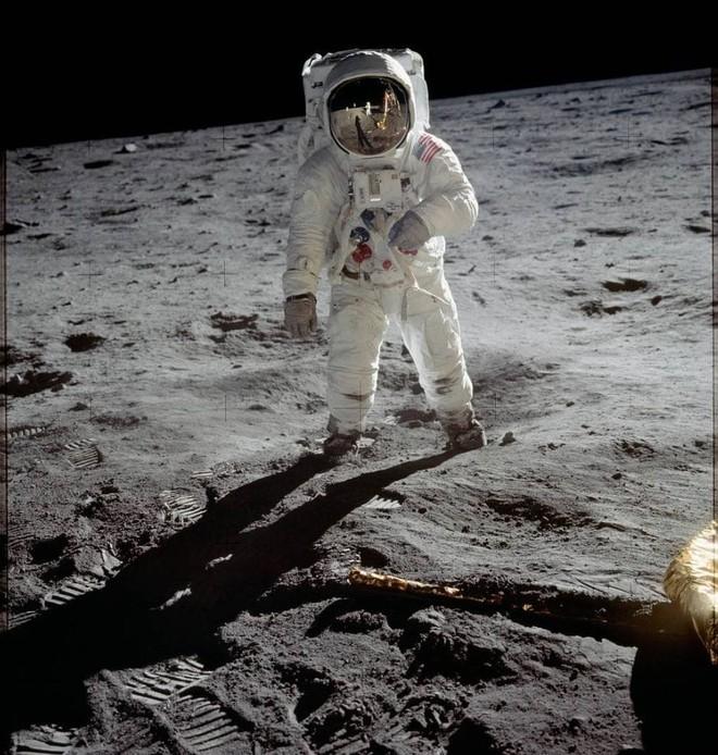 Có bỏ tiền tỷ cũng không mua được những chiếc máy ảnh đã được các phi hành gia đem lên Mặt trăng! - Ảnh 1.