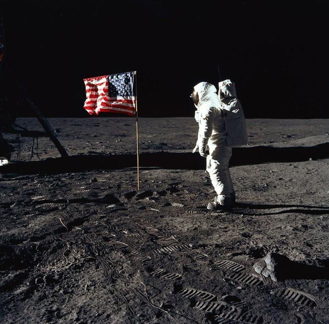 Có bỏ tiền tỷ cũng không mua được những chiếc máy ảnh đã được các phi hành gia đem lên Mặt trăng! - Ảnh 4.