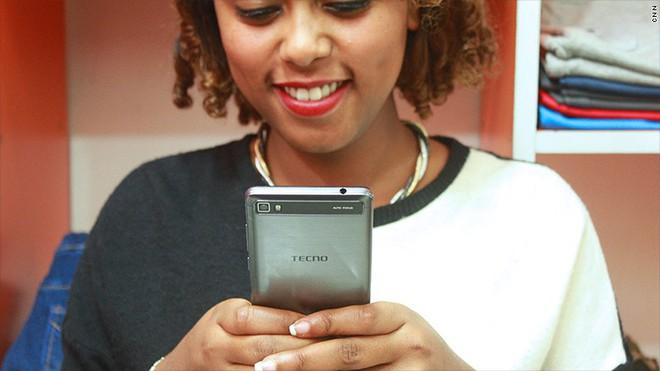 Với tính năng selfie, hãng smartphone chưa ai từng nghe tên này đánh bại cả Apple, Samsung, Huawei... ở châu Phi như thế nào? - Ảnh 4.