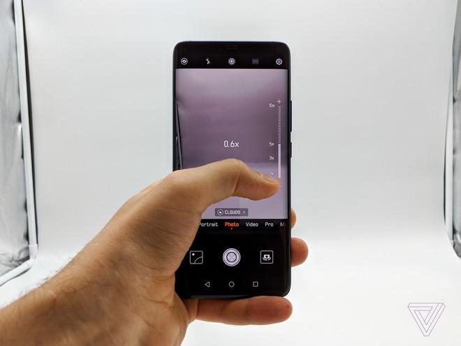 Ảnh thực tế Huawei Mate 20 Pro: 3 camera được Leica bảo chứng, cảm biến vân tay dưới màn hình, Face ID xịn, sạc cực nhanh, pin 4.200 mAh - Ảnh 9.