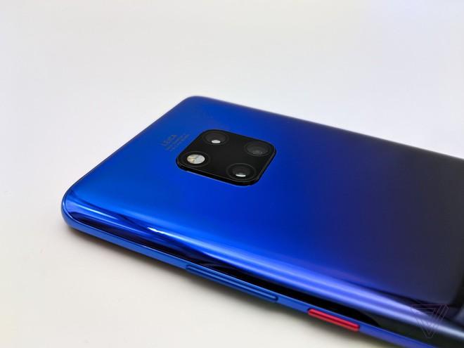 Ảnh thực tế Huawei Mate 20 Pro: 3 camera được Leica bảo chứng, cảm biến vân tay dưới màn hình, Face ID xịn, sạc cực nhanh, pin 4.200 mAh - Ảnh 13.