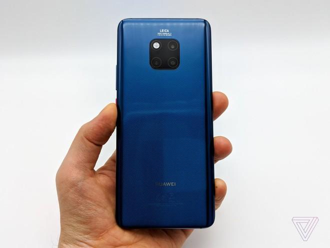 Ảnh thực tế Huawei Mate 20 Pro: 3 camera được Leica bảo chứng, cảm biến vân tay dưới màn hình, Face ID xịn, sạc cực nhanh, pin 4.200 mAh - Ảnh 14.
