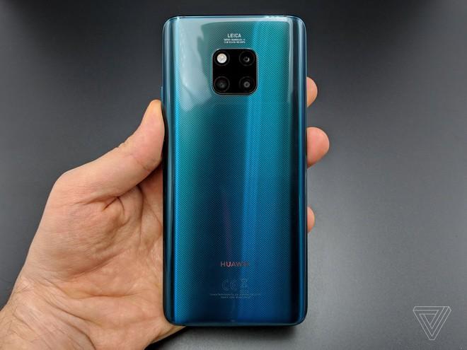 Ảnh thực tế Huawei Mate 20 Pro: 3 camera được Leica bảo chứng, cảm biến vân tay dưới màn hình, Face ID xịn, sạc cực nhanh, pin 4.200 mAh - Ảnh 1.