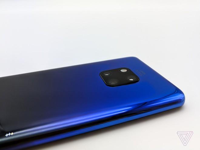 Ảnh thực tế Huawei Mate 20 Pro: 3 camera được Leica bảo chứng, cảm biến vân tay dưới màn hình, Face ID xịn, sạc cực nhanh, pin 4.200 mAh - Ảnh 16.