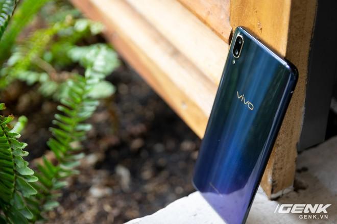 Đánh giá Vivo V11: Ngoài cảm biến vân tay dưới màn hình ra thì còn gì hấp dẫn? - Ảnh 6.