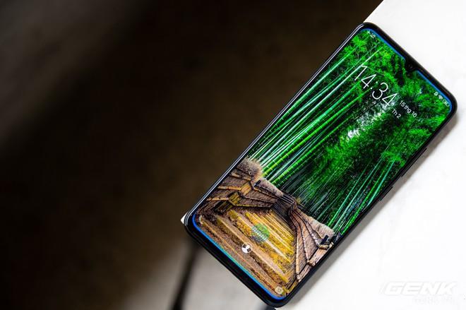 Đánh giá Vivo V11: Ngoài cảm biến vân tay dưới màn hình ra thì còn gì hấp dẫn? - Ảnh 3.