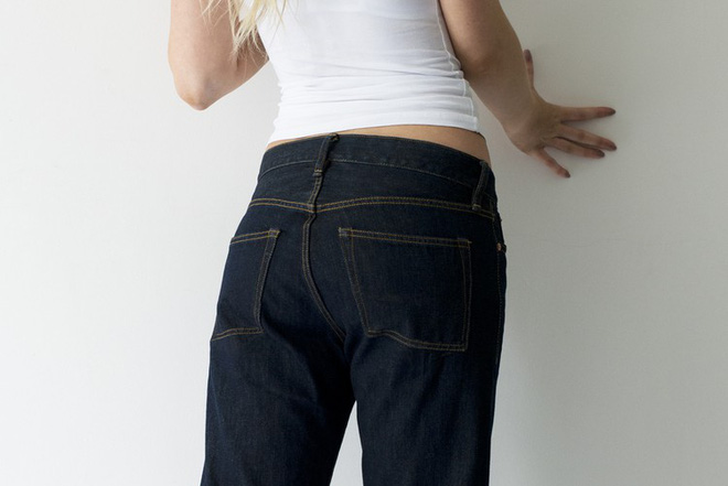 Ngó qua quần jeans 3 triệu đồng cực độc, mặc vào xì hơi thoải mái không lo thối - Ảnh 3.