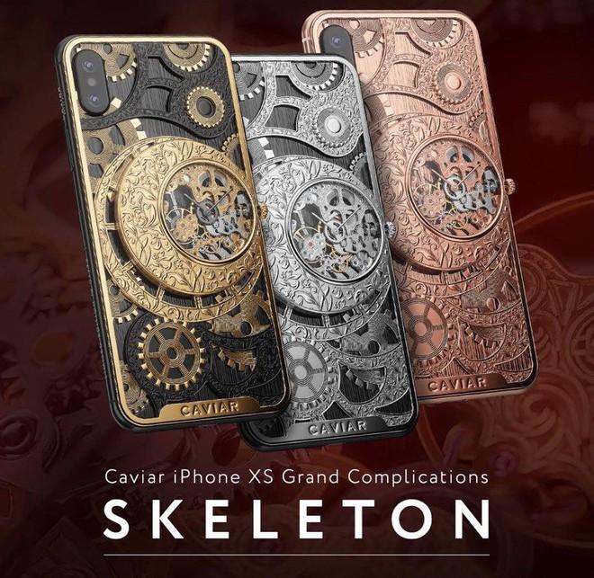 Đây là mẫu iPhone XS cực độc từ nước Nga, mang trên lưng cả một chiếc đồng hồ cơ lộ máy, giá từ 6000 USD - Ảnh 1.