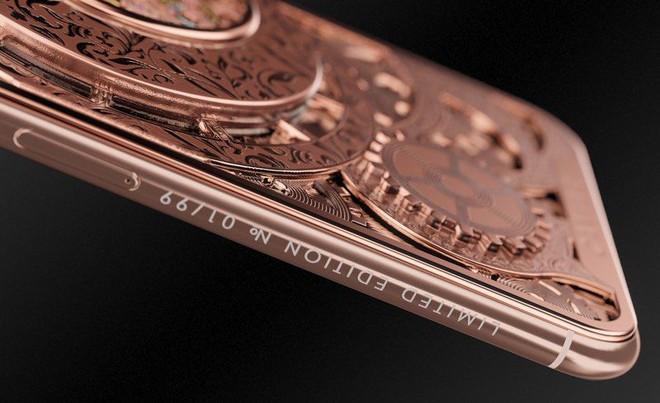 Đây là mẫu iPhone XS cực độc từ nước Nga, mang trên lưng cả một chiếc đồng hồ cơ lộ máy, giá từ 6000 USD - Ảnh 5.