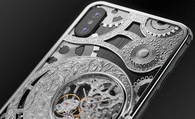 Đây là mẫu iPhone XS cực độc từ nước Nga, mang trên lưng cả một chiếc đồng hồ cơ lộ máy, giá từ 6000 USD - Ảnh 6.