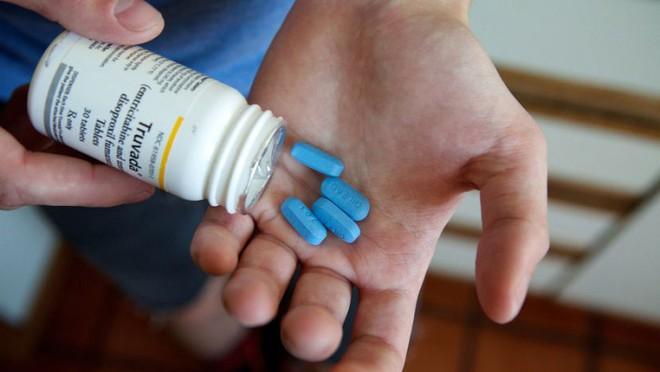 Viên thuốc màu xanh này sẽ bảo vệ những người đàn ông đồng tính và song tính khỏi HIV/AIDS - Ảnh 1.