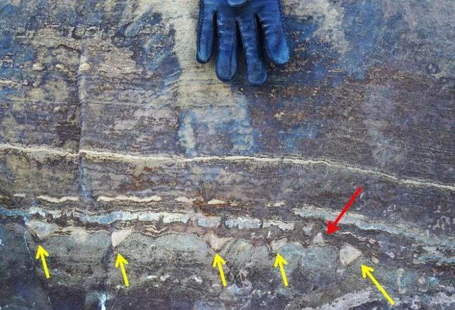Phát hiện về hóa thạch 3,7 tỷ năm tuổi lại một lần nữa gây sốc vì có vẻ đó chỉ là đá bình thường - Ảnh 1.