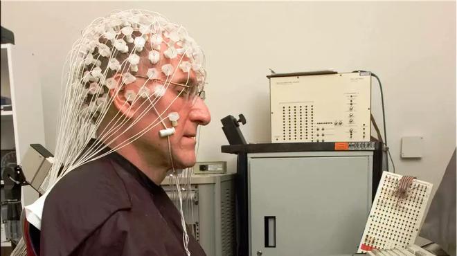 Các nhà nghiên cứu liên kết 3 bộ não người lại để chơi xếp hình, thành công với độ chính xác lên tới 81,25% - Ảnh 1.