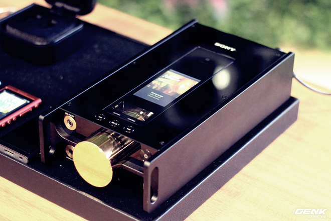 Đây là máy nghe nhạc tích hợp AI Sony DMP-Z1 đầu tiên về Việt Nam: núm mạ vàng, nặng như cục gạch, giá nhẹ nhàng bằng 7 chiếc iPhone XS Max! - Ảnh 1.